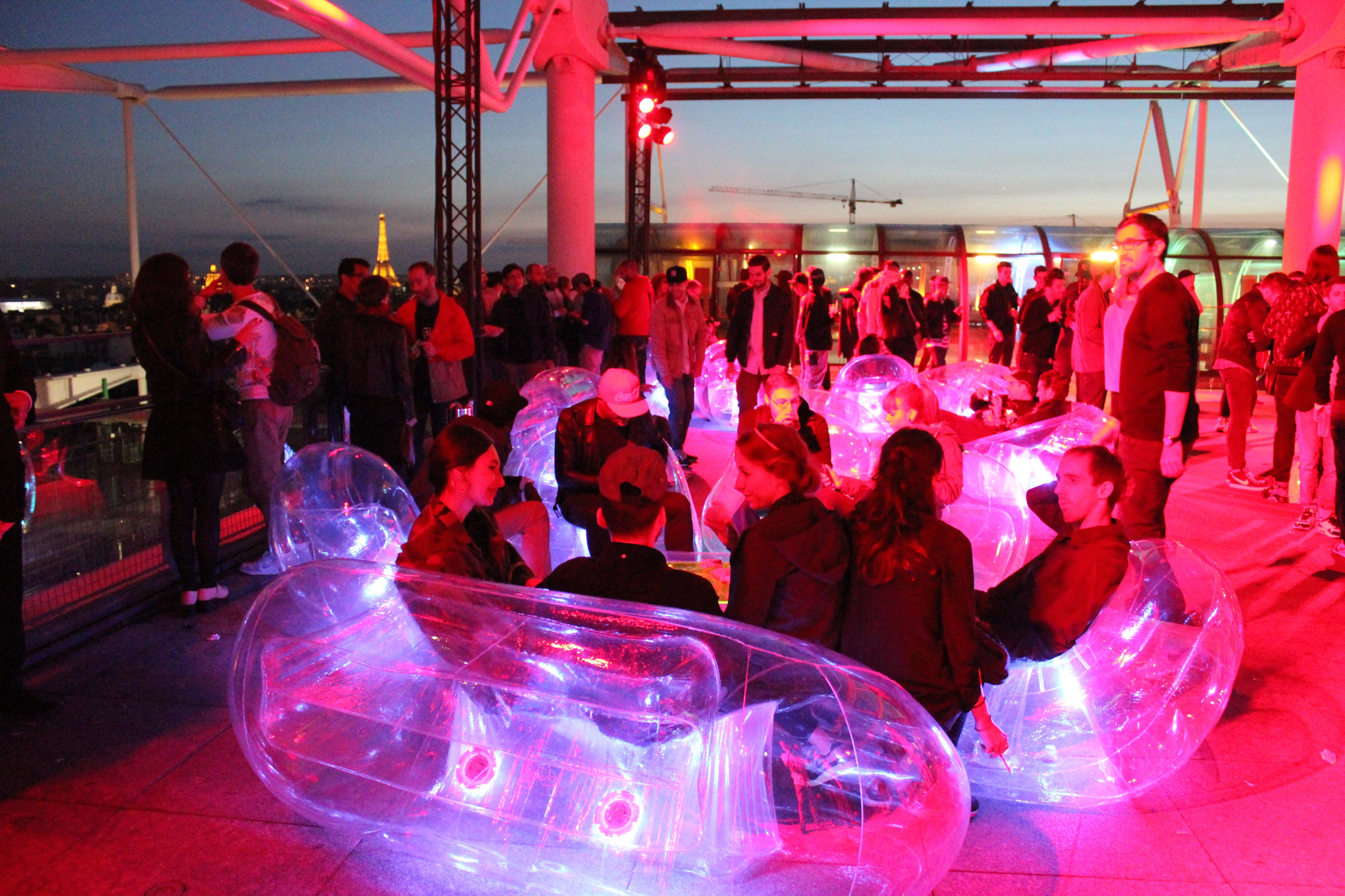 inflatable-furniture-illuminated.jpg